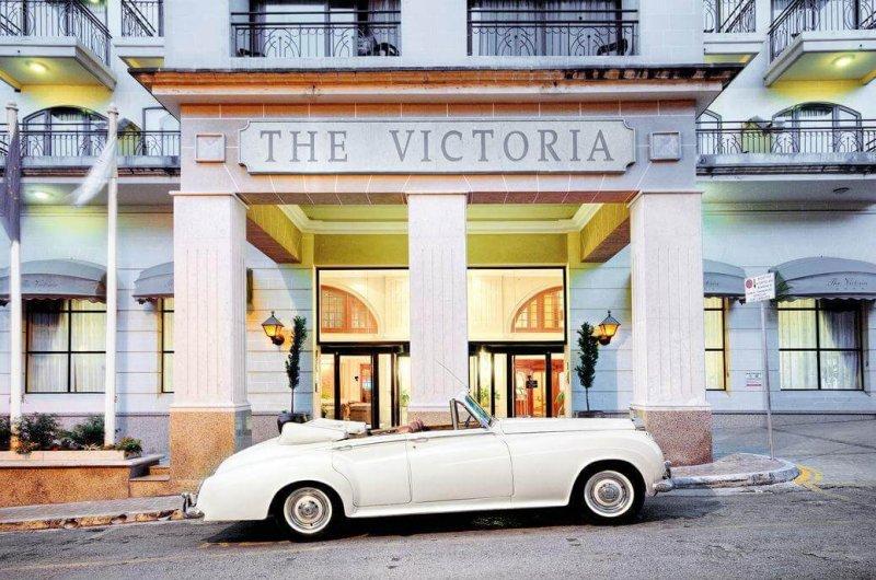 AX The Victoria****