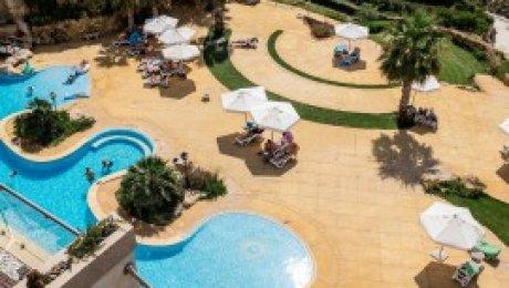 Sunset Vista – luxuriöses Apartment mit schönem Balkon, direktem Meerblick für 4 Personen. Herrliche Poolanlage