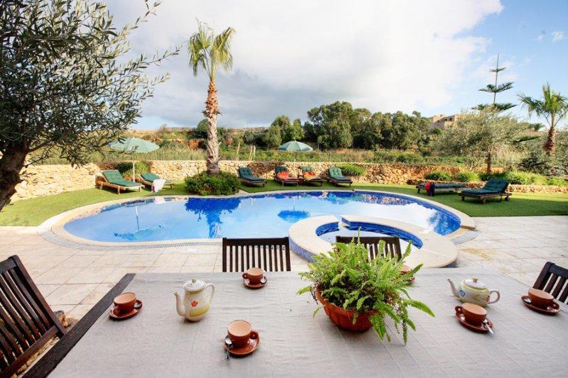 Villa Soldanis – großes, luxuriöses Farmhaus in traumhafter Lage für bis zu 12 Personen. Herrlicher Außen- und Poolbereich